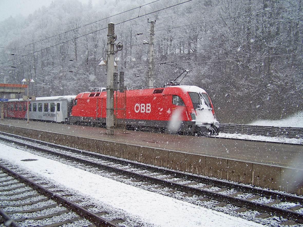 Електровоз Siemens 1016.011-7 з поїздом CityShuttle, ст. Верфен, Австрія