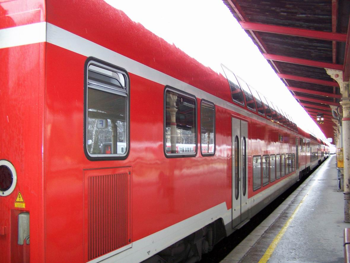 Двохповерховий поїзд, центральний вокзал Зальцбурга, Австрія
