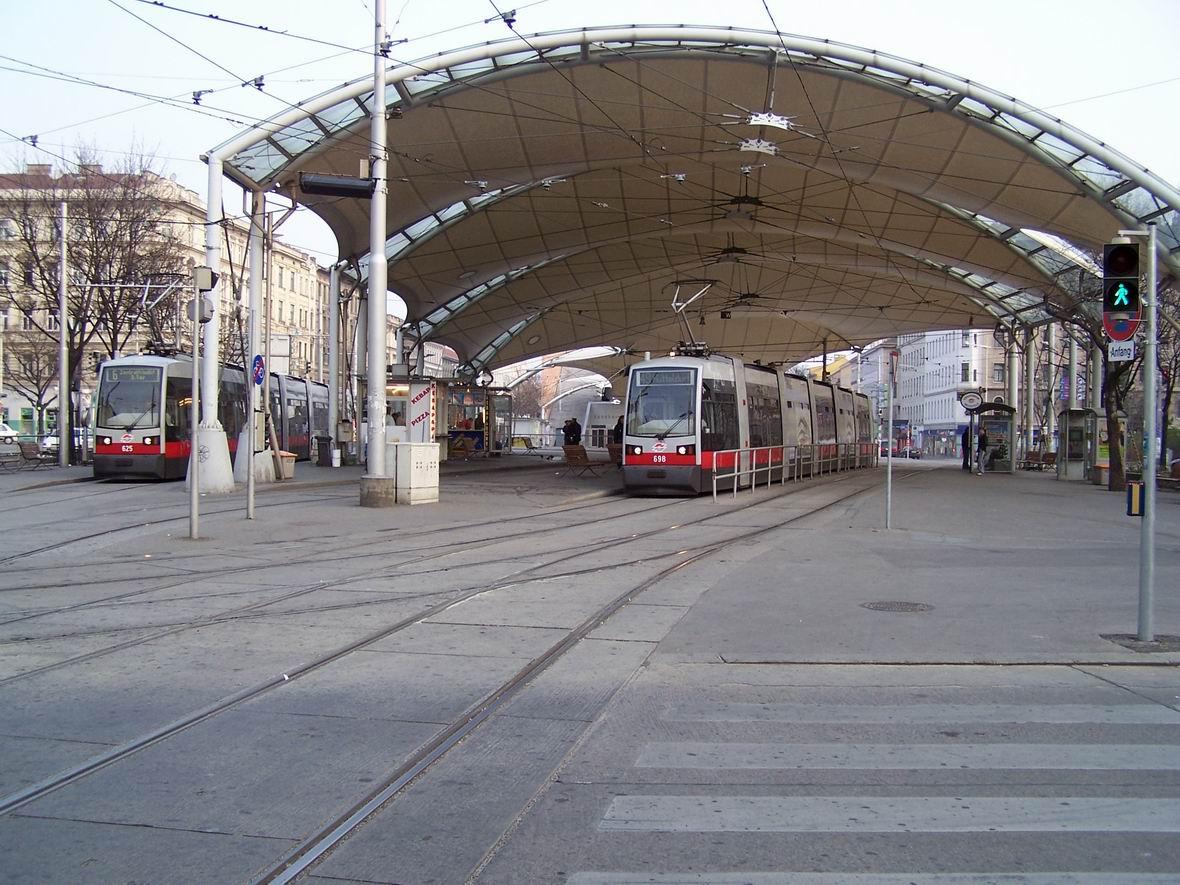 Трамваї Siemens ULF, Урбан-Лоріц Плац, Відень, Австрія