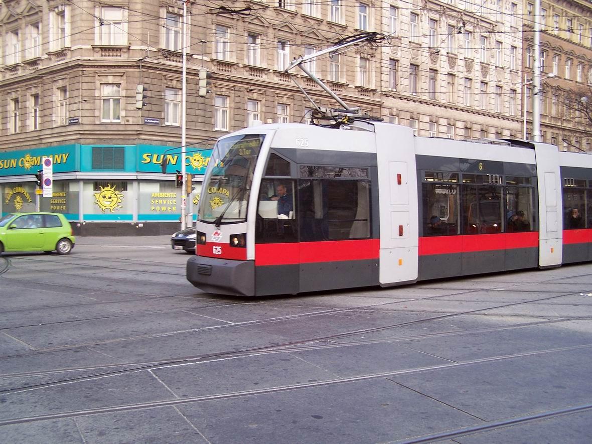 Трамвай Siemens ULF, Урбан-Лоріц Плац, Відень, Австрія